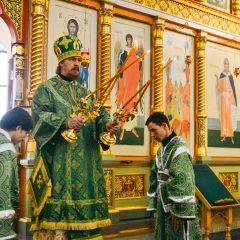 Преосвященный Алексий совершил Литургию и заупокойную литию в День памяти и скорби