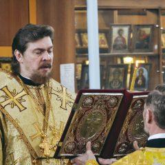 Преосвященный Алексий совершил Всенощное бдение в храме Пророка Божия Илии