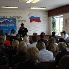 Священник рассказал полицейским Серова о семейных ценностях