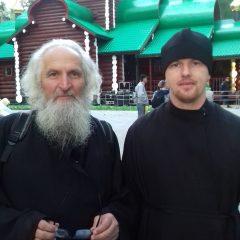 Клирик Серовской епархии прошел дневным крестным ходом от станции Шарташ до Храма–на–Крови