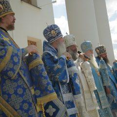 Сонм архиереев возглавил Божественную литургию в день 635-летия со дня явления Тихвинской иконы