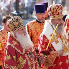 Преосвященные архипастыри совершили всенощное бдение в Храме-на-Крови