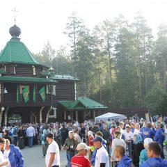 У шахты в монастыре святых Царственных страстотерпцев паломники совершили молебен