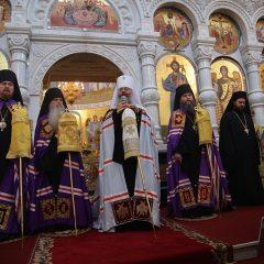 Архиереи Екатеринбургской митрополии совершили Божественную литургию пред мощами святителя Спиридона