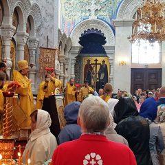 Второй день пребывания мощей начался с архиерейской Божественной литургии