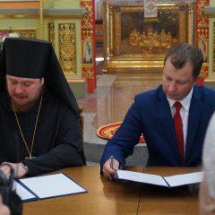В Серове отметили день Преображения Господня и подписали договор о сотрудничестве между администрацией СГО и епархией