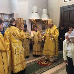 Преосвященный Алексий совершил Литургию в храме архангела Божия Михаила