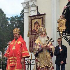 Митрополит Ташкентский и Узбекистанский Викентий и епископ Серовский и Краснотурьинский Алексий совершили Божественную литургию в храме мч. Иоанна Воина