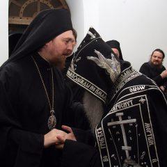 Преосвященный Алексий возглавил ночное богослужение в Свято-Косьминской пустыни