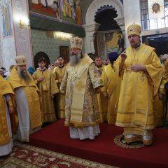 Митрополит Кирилл и епископ Алексий совершили Божественную литургию и молебен на начало учебного года пред мощами святителя Спиридона