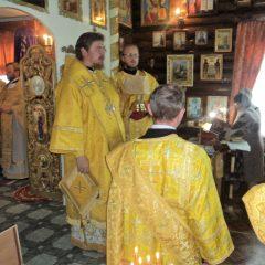 Преосвященный Алексий совершил Литургию в храме во имя преподобного Серафима Саровского
