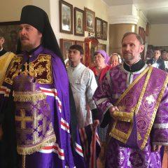Владыка Алексий совершил Литургию в день празднования Воздвижения Креста Господня