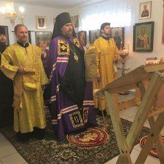 Преосвященный Алексий совершил Литургию в Полуночном