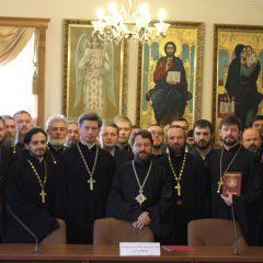 Митрополит Волоколамский Иларион вручил удостоверение о повышении квалификации руководителю Молодежного отдела Серовской епархии