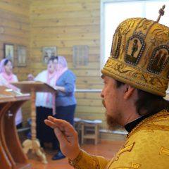 Преосвященный Алексий совершил Литургию в храме во имя Новомучеников и Исповедников Церкви Русской