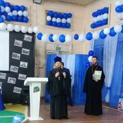 Настоятель храма Николая Чудотворца посёлка Сосьва принял участие в юбилее школы