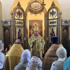 Преосвященный Алексий совершил Литургию в храме во имя апостола и евангелиста Иоанна Богослова в городе Краснотурьинске