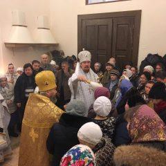 Преосвященный Алексий совершил Литургию в храме во имя Михаила Архангела