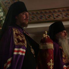 Преосвященный Алексий принял участие в Божественной литургии в Храме на Крови
