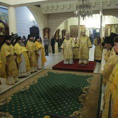 Митрополит Кирилл и епископ Алексий совершили Божественную литургию в мужском монастыре во имя святых Царственных страстотерпцев
