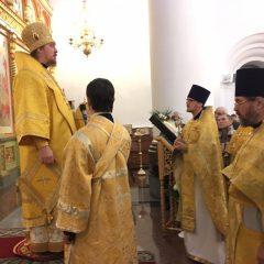 Преосвященный Алексий совершил Литургию в день празднования святителя Николая Чудотворца