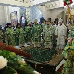 Архипастыри Екатеринбургской митрополии совершили Божественную литургию в обители Царственных страстотерпцев