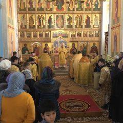 Преосвященный Алексий совершил Литургию в день памяти святителя Петра, митрополита Московского
