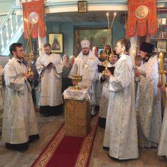 В Крещенский сочельник епископ Алексий совершил Божественную литургию в храме Казанской иконы Божией Матери