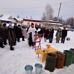 Возле строящегося храма в Воронцовке прошел чин освящения воды