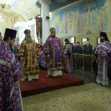 Митрополит Кирилл и епископ Алексий совершили Божественную литургию в Свято-Троицком кафедральном соборе