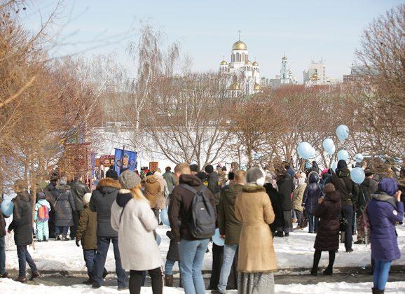 Молебен Торжества православия у Театра драмы в Екатеринбурге собрал более 8 000 человек