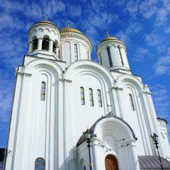 Работы по озеленению территории городского собора завершены