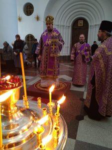 Преосвященный Алексий возглавил полиелейное богослужение в Спасо-Преображенском кафедральном соборе