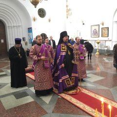 Владыка Алексий совершил Литургию Преждеосвященных Даров в Спасо-Преображенском кафедральном соборе
