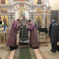 Епископ Алексий возглавил Литургию в храме во имя Архистратига Михаила
