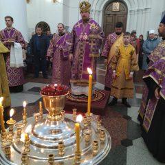 Епископ Алексий возглавил вечернее богослужение в Спасо-Преображенском соборе