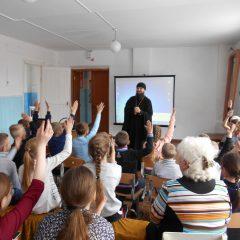 Руководитель социального служения Серовской епархии посетил посёлок Марсяты
