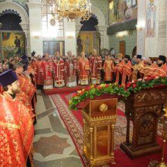 Митрополит Кирилл с сонмом архиереев совершил всенощное бдение в Храме на Крови