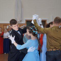 Молодежь Серовской епархии посетила весенний бал православной и светской молодежи