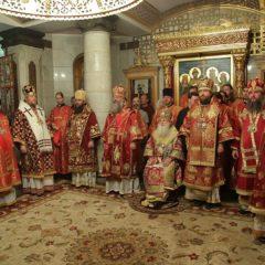 Сонм архипастырей совершил Божественную литургию в Храме на Крови