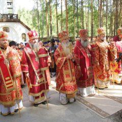 Сонм архипастырей совершил Божественную литургию в монастыре новомучеников и исповедников Церкви Русской в Алапаевске