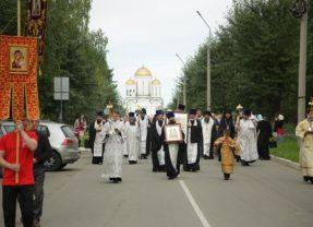 Митрополит Кирилл, епископ Евгений и епископ Алексий совершили праздничную литургию в Спасо-Преображенском соборе Серова