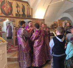 Епископ Алексий совершил Божественную литургию и освящение мёда в храме в честь Спаса Нерукотворного