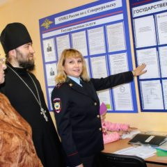 Священник Североуральского Храма вместе с общественниками посетили паспортно -визовую службу