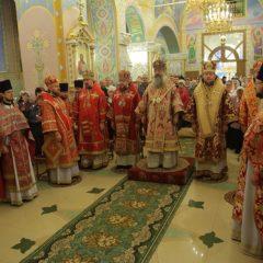 Архиерейская Божественная литургия совершена в храме преподобного Серафима Саровского на Ясной