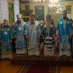 Митрополит Кирилл и Преосвященные архиереи совершили Божественную литургию в Знаменском храме Верхнего Тагила