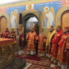 Сонм архиереев совершил праздничную литургию в День святой Екатерины в Свято-Троицком кафедральном соборе
