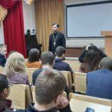 Настоятель Благовещенского храма г. Ивдель провел беседу со студентами