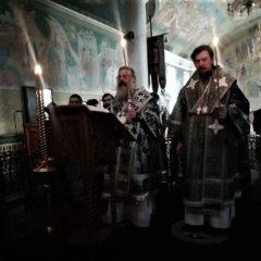 Митрополит Кирилл и епископ Алексий совершили чин пассии в Свято-Троицком кафедральном соборе