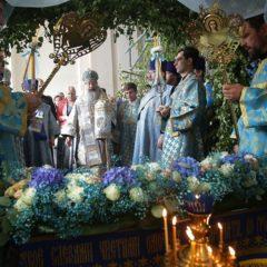Митрополит Кирилл совершил Божественную литургию в Успенском соборе на ВИЗе